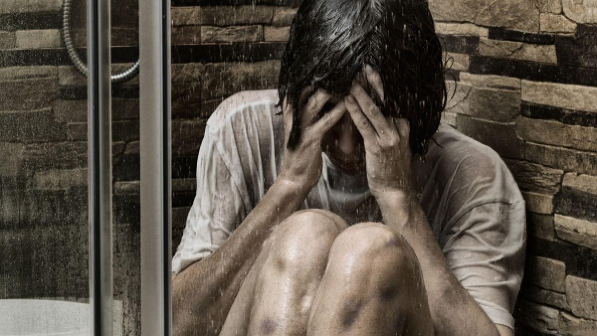 Folter frau nackt Gequält und
