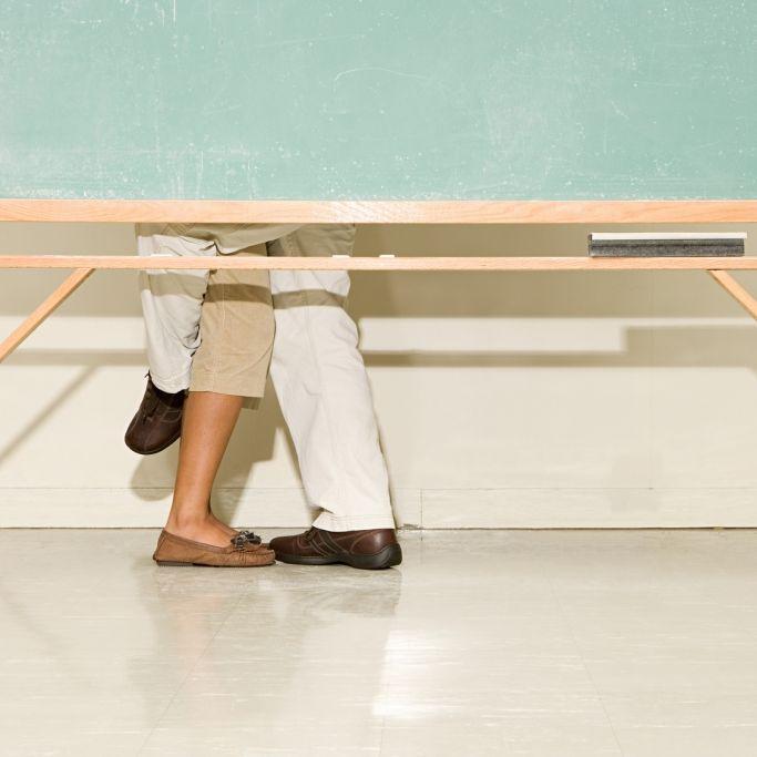 Sex-Lehrerin betrügt ihren Verlobten mit Schüler (16) (Foto)
