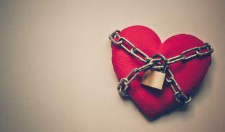 Verbotene Liebe! Immer wieder ereignen sich neue Inzest-Fälle, bei denen es zum Sex zwischen Vater und Tochter, Mutter und Sohn oder aber zwischen Geschwistern kommt. Mit fatalen Folgen! (Foto)
