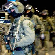 Razzia in Freital! Eliteeinheit nimmt 5 mutmaßliche Rechtsterroristen fest (Foto)