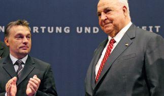 Altbundeskanzler Helmut Kohl und der heutige ungarische Regierungschef Viktor Orban, nehmen am 30.06.2006 am Europäischen Jugendkongresses der CDU im Leipziger Gewandhaus teil. (Foto)