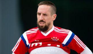 Franck Ribery musste das Abschlusstraining vor dem Halbfinale gegen Werder Bremen vorzeitig abbrechen. (Foto)