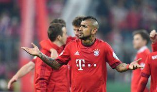 Ist sich, nach seiner Schwalbe, keiner Schuld bewusst: Arturo Vidal. Den fälligen Elfmeter verwandelte Thomas Müller zum entscheidenden 2:0 gegen Werder Bremen. (Foto)