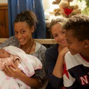 """Lena hilft einer Hochschwangeren """"von weit her"""" (Foto)"""