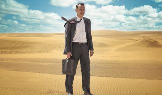 Alan Clay (Tom Hanks)soll innovative Hologramm-Kommunikationstechnologie an den Mann, besser gesagt den König bringen. (Foto)