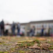 Getrennte Bereiche für Flüchtlinge auf Pausenhof (Foto)