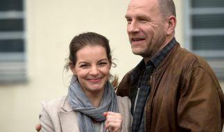 """Fototermin in Görlitz: Yvonne Catterfeld und Schauspiel-Kollege Götz Schubert bei den Dreharbeiten zu """"Wolfsland"""". (Foto)"""