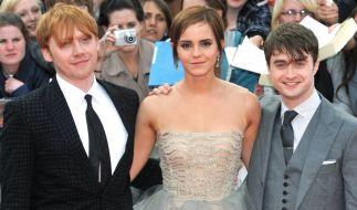 """Die britischen Hauptdarsteller (l-r) Rupert Grint, Emma Watson und Daniel Radcliffe am 07. Juli 2011 in London zur Weltpremiere des achten und letzten Harry-Potter-Films """"Harry Potter und die Heiligtümer des Todes - Teil II"""". (Foto)"""
