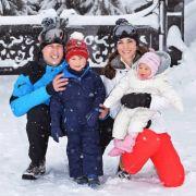 Prinz William, Prinz George, Herzogin Catherine und Prinzessin Charlotte senden diese schönen Grüße aus dem Urlaub in den französischen Alpen.