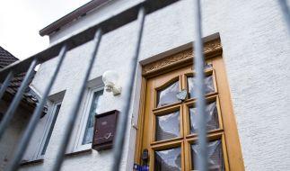 Eine Frau ist nach Angaben der Staatsanwaltschaft wochenlang in einem abgelegenen Haus im ostwestfälischen Höxter gefangen gehalten worden und schließlich an schweren Misshandlungen gestorben. (Foto)