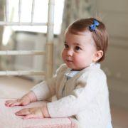 Vor allem Augenbrauen und Haar scheint Klein-Charlotte von der Herzogin vererbt bekommen zu haben. Ob die Prinzessin später auch so eine lange Wallemähne wie ihre Mama haben wird?