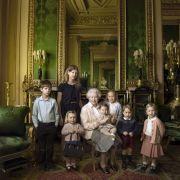 Anlässlich des 90. Geburtstags von Queen Elizabeth der Zweiten am 21. April 2016 veröffentlichte der Palast dieses Foto von dem königlichen Nachwuchs, der die (Ur-)Großmutter umringt.