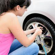 Von wegen umsonst! Reifenluft kostet ab sofort Geld (Foto)