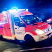 Patient stirbt wegen zerstochenen Reifens an Notarztwagen (Foto)