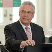 "Anwalt darf Bayerns Innenminister ""Inzuchtsprodukt"" nennen (Foto)"
