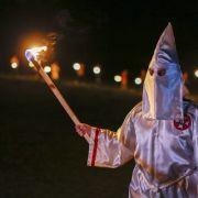 In Ku-Klux-Klan-Manier vorbei am Flüchtlingsheim (Foto)