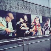 """Street-Art-Künstler Beast zeigt """"Mutti"""" in skurrilen Posen (Foto)"""