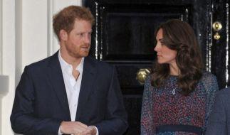 Die vielen Dauerflirts des Prinzen sollen Herzogin Catherine überhaupt nicht gefallen. (Foto)