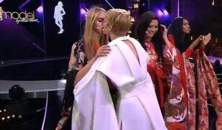 Live im TV gab es von Kim auch ein kleines Bussi für ihre Elena. (Foto)
