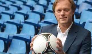 Der ARD-Moderator Gerhard Delling posiert in Hamburg während eines Fototermins. (Foto)