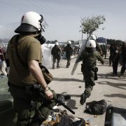 Idomeni: Mit Tränengas und Blendgranaten gegen Migranten (Foto)
