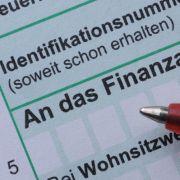 Entscheiden Sie selbst, ob Sie Ihre Steuererklärungonline oder handschriftlich machen.