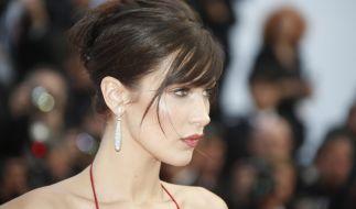 Das 19-jährige Model zeigte in Cannes viel Bein, Dekolleté und Rücken! (Foto)