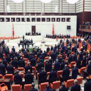 Türkisches Parlament hebt Immunität von Abgeordneten auf (Foto)