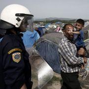 Polizei beginnt mit der Räumung von Idomeni (Foto)