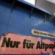 Flaschensammler findet Leiche in Altpapiercontainer (Foto)