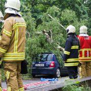 Überflutung, Erdrutsch und Brände! Unwetter sorgt für Chaos (Foto)