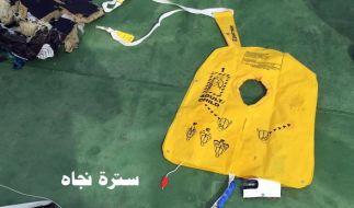 Unter den gefundenen Gegenständen des abgestürzten Flugzeuges befand sich auch diese Schwimmweste. (Foto)