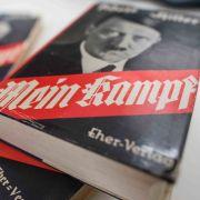 """Wie die NSDAP 1943! Ärger wegen Nachdruck von Hitlers """"Mein Kampf"""" (Foto)"""