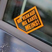 Das steckt hinter den Kärtchen am Auto (Foto)