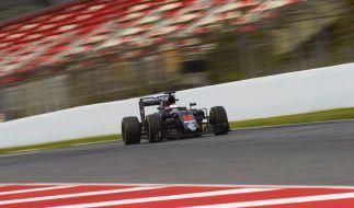 Jenson Button kam beim Training für den Großen Preis von Monaco noch einmal glimpflich davon: Ein Kanaldeckel löste sich, nachdem Rosberg darüber gefahren war, und traf seinen Wagen. (Foto)