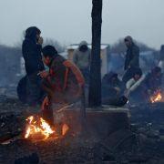 Massenschlägerei und Schüsse im Flüchtlingslager (Foto)