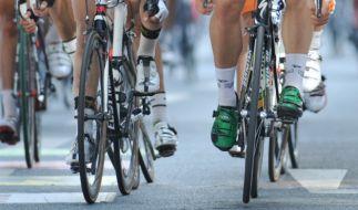 Die Sportwelt bangt um Stig Broeckx: Nach dem Massencrash am Samstag bei der Belgien-Rundfahrt liegt der Radprofi im Koma. (Foto)