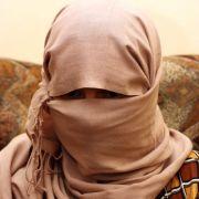 Auf Facebook verkauft! Deutscher IS-Fanatiker versteigert Sklavinnen (Foto)