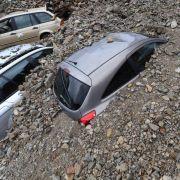Im baden-württembergischen Braunsbach sind Autos unter Schutt begraben worden.Die durch den Ort flutenden Wassermassen hatten eine immense Kraft.
