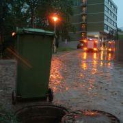 Ähnliche Bilder im bayerischen Ansbach: Straßen und Keller wurden überflutet.