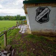 Rheinland-Pfalz: Auf dem Sportplatz der SV Eintracht Hoppstädten wurden 33 Menschen bei einem Blitzeinschlag verletzt.