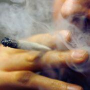 Zu kalt: 19-Jähriger will Joint im Polizeibus rauchen (Foto)