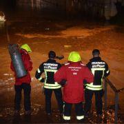 Bei Rettungsaktion! Gully saugt Feuerwehrmann in den Tod (Foto)