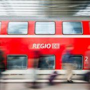 Wütender Fahrgast schubst Kontrolleurin aus dem Zug (Foto)