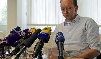 Der Inhaber der Fleischfirma Sieber, Dietmar Schach, äußert sich am 31.05.2016 am Firmensitz in Geretsried im Landkreis Bad Tölz-Wolfratshausen (Bayern) bei einer Pressekonferenz. (Foto)