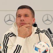 Stinksauer! DFB-Star Podolski schießt zurück (Foto)