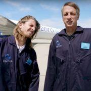Tony Hawk skatet in der Schwerelosigkeit (Foto)