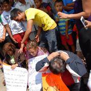 Demütigung! Rasierte Köpfe für sechs Streikbrecher (Foto)