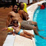 Auch Almog Cohen entspannt mit seiner Familie am Pool.