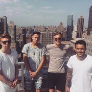 Mitchell Weiser mit Freunden in der Stadt die niemals schläft: New York.